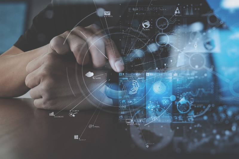 Profesional del Big Data trabajando