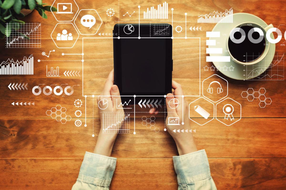 Alumna asistiendo a cursos online de Big Data desde casa