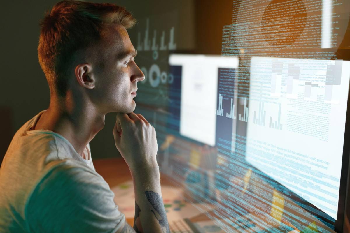 Experto en arquitectura Big Data trabajando en el tratamiento de datos