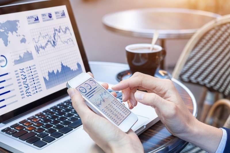 Uso de herramientas de Business Intelligence en escritorio y móvil